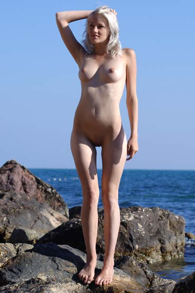 Enjoy the view as gorgeous Mila steps in the nude