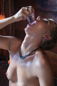 Lindra gets erotic as she plays with ice cubes on her luscious hot body