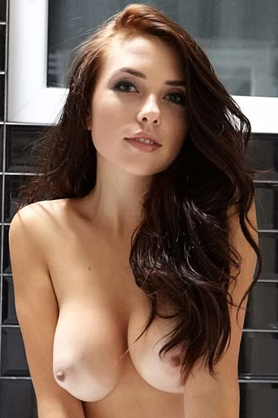 Young busty beauty Niemira gives us a good look at her fantastic naked body in the bathroom