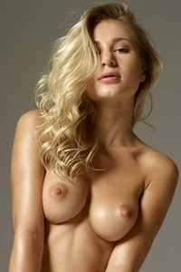 Blonde beauty Darina L displays her lovely curves erotically for you