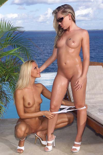 Exotic blondes Sandy and Trisha Uptown in hot seaside pussy pleasuring