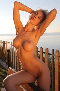 Amazing babe Alisa makes a debut with her astonishing busty frame