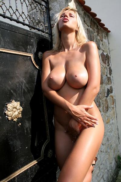 Clara Goldnerova in Busty Blonde from Photodromm