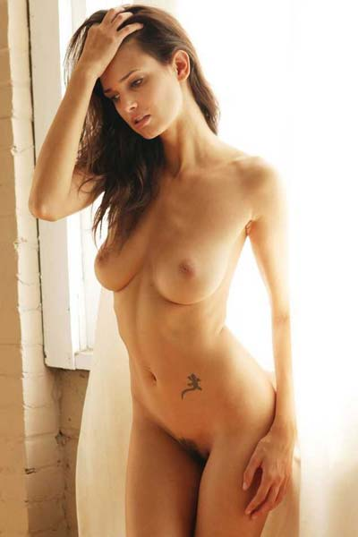 Cute and seductive Karmen flautns her amazing naked body
