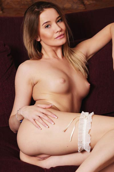 Its always easy getting naked for this kind of sex goddess Miranda Trent