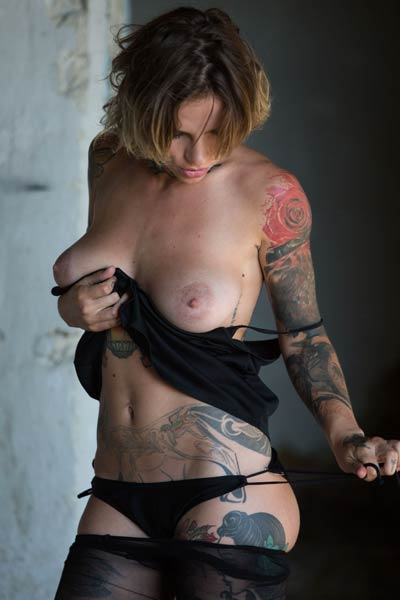 Tempting tattooed girl Stacy Cloud strips everything exposing a pair of big boobs
