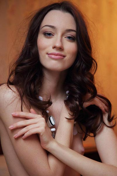 Zsanett Tomat offers close ups of her intimate areas while completely nude
