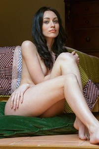 Skinny raven haired beauty with blue eyes spreads her legs wide while naked