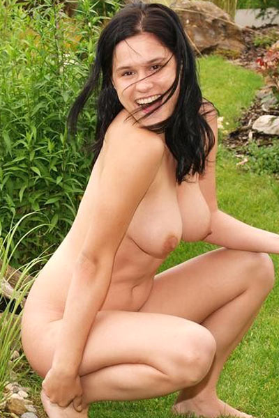Nude Eva goes au natural all over playing in garden