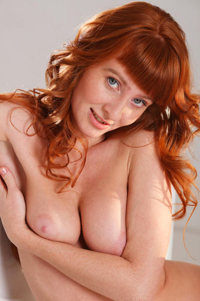 Oxavia gets naked in bed and spreads herself to show her full bush