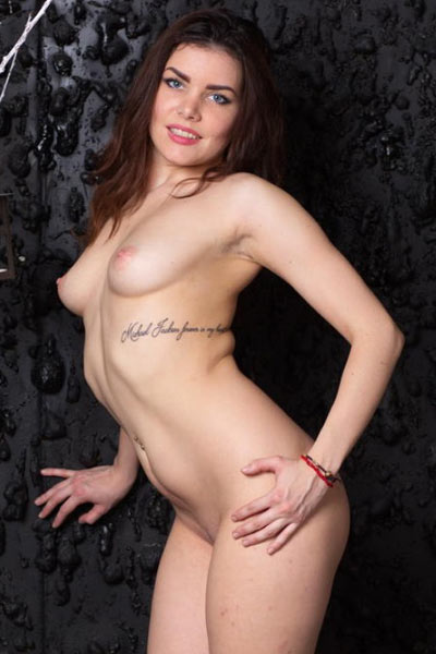 Bela gets naked and spreads herself wide with her slender fingers