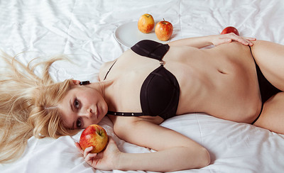 Kassija in Juicy Fruit from Showy Beauty