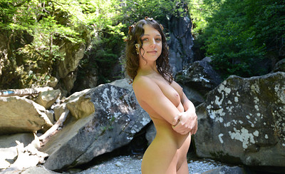 Nensi in Posing Nude from Showy Beauty