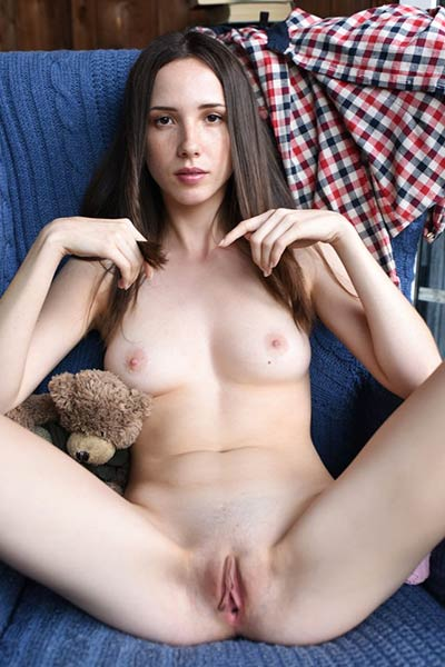 With a wet pink pussy and a dirty mind Dama brings you the hottest teen solo show