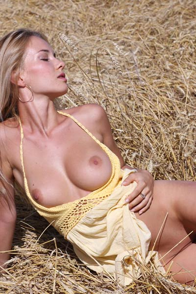 Asya gets naked in the fields where she expresses her sex appeal