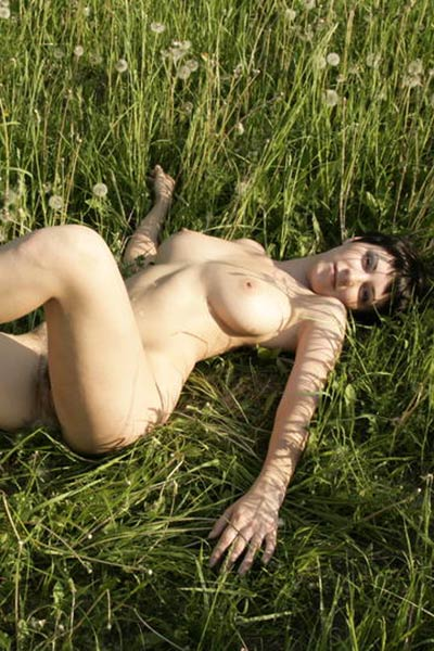 Kate enjoys her nudity outdoors showing her curves without any commitments