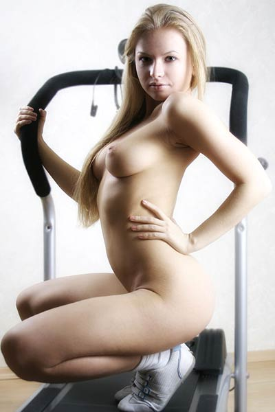 Enjoy watching Anna nude pics in front of the camera in the gym room