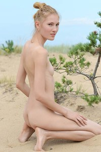 The hot sun burns Ingas pale skin as she shows off her gorgeous form