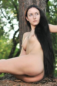 Gorgeous Lisi withe her perfectly shaped body poses naked in the woods