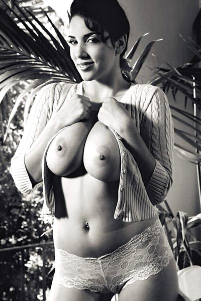 Newbie girl reveals her big tits in the tropics in black and white