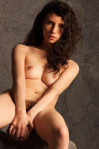 All natural damsel Trishi bares her gorgeous body in Make It