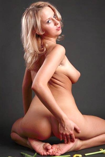 Smoking beauty Aelita shows off her stunning body great ass and nice pussy