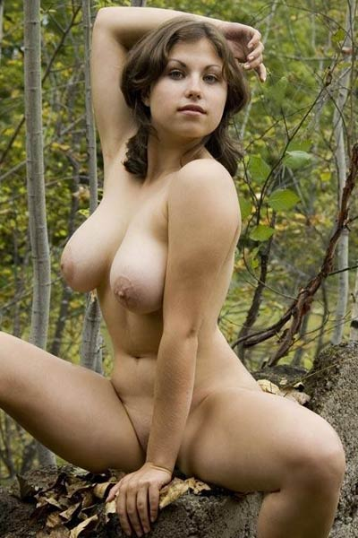 Blossoming young vixen Mia shows her attractive young body