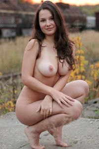Adventurous and daring damsel Vina shows off her stunning body