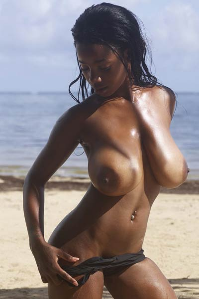 Fascinating Ebony Kiky has such an amazing all natural body