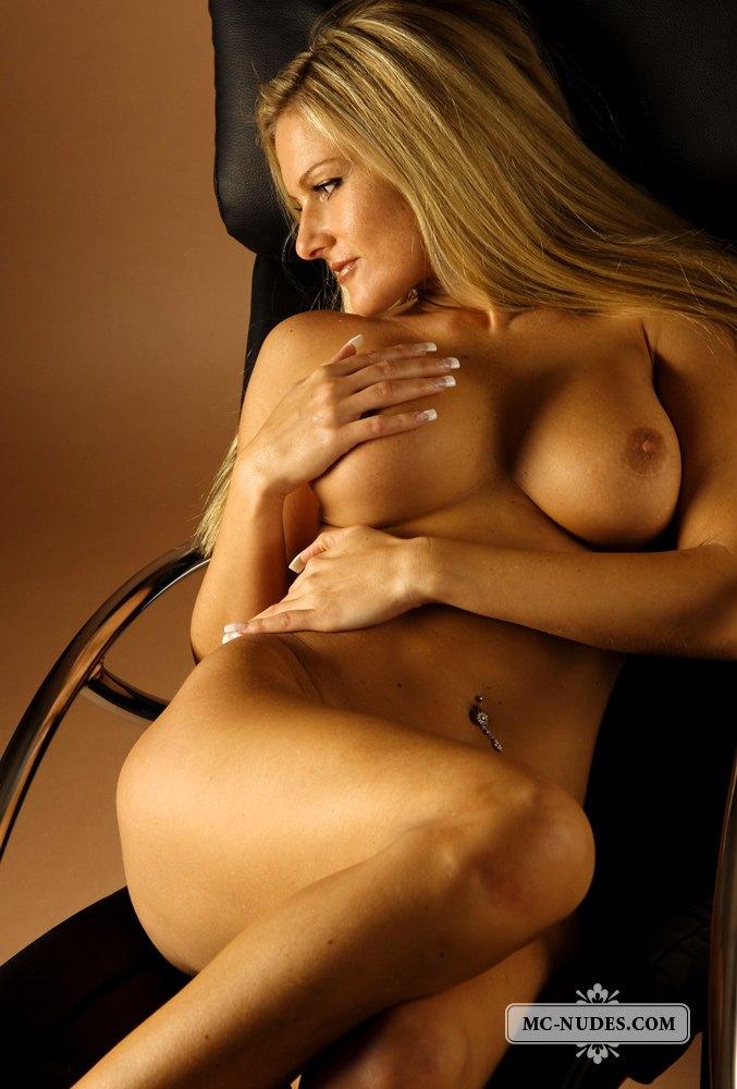 Free girl naked mc nudes