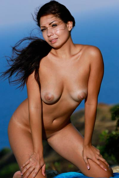 Curvy Romana A is completely naked getting her sexy body tanned