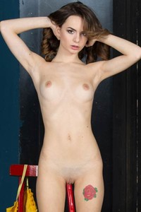 Amy is such a ravishing young babe with her nice sexy physique she shamelessly shows off