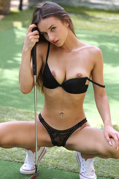 Tempting brunette babe Gloria Sol gets nude on the golf course and bares her tight body