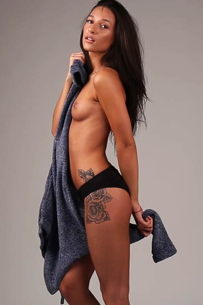 Sweet tattooed hottie reveals her amazing tanned body with a slow and sensual striptease