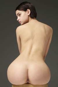 Cute short haired vixen flaunts her peachy seductive ass just for you