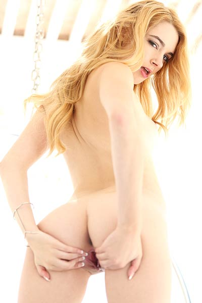 Ivy Jones fucking both her ass and pussy