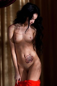 Burning hot dark haired babe spreads her legs to show us her sweet pink pussy