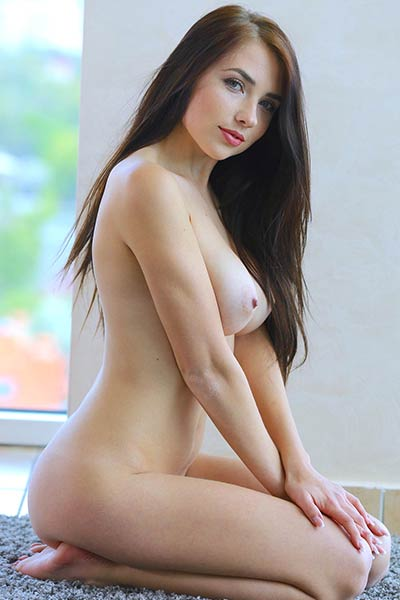 Seductive goddess Niemira dazzles us with her absolutely perfect body