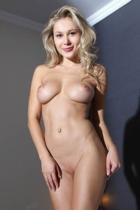 Blonde bombshell is not feeling shy to get naked and show you her perfect attributes