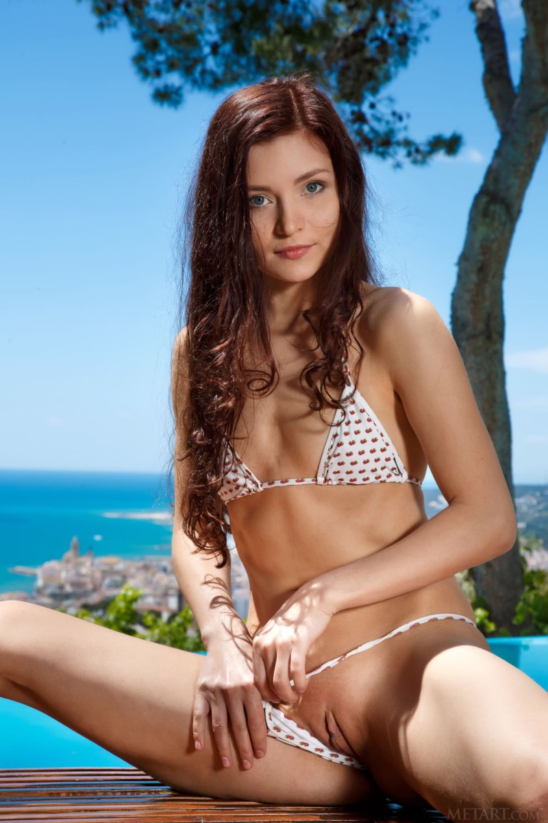 Berenice Nude in Faeldi - Free Metart Picture Gallery at