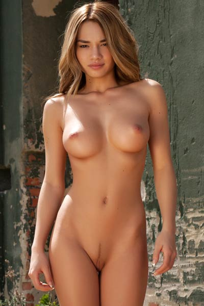 That seductive naked body is good for only one thing and that is sexual pleasuring