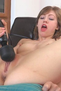 Girl with nice ass Ivy shows her masturbation skills with a help of her favorite toy