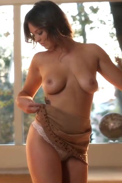 Big titted Alice Lighthouse shows off her masturbation skills in pro style