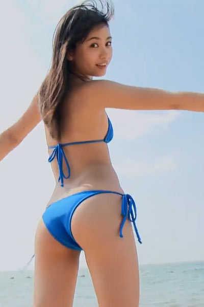 Have a nice time on the beach with small titted Asian girl Yui Ito