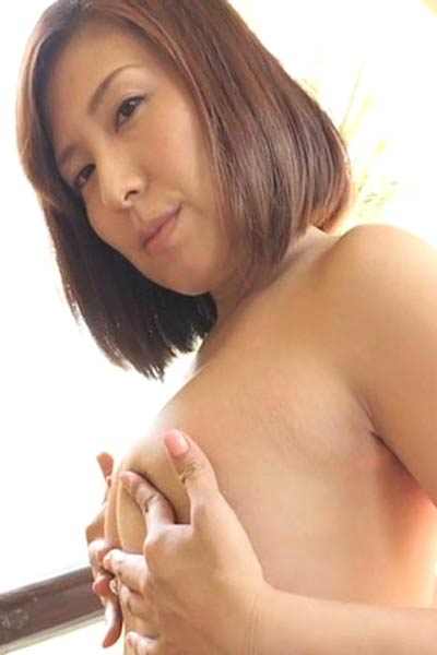 Blossoming young charmer Mayumi Otsuka delightfully poses in Dubai Scene 1