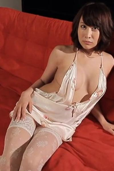 Blossoming young damsel Rui Sakioka dazzles us with her sexy body in Submissive Trap Scene 3