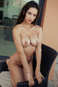 Top class babe Gloria Sol shows off her perfect smooth body and nice round tits