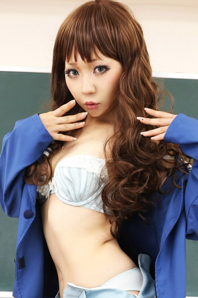 Adventurous and daring babe Babe Higurashi Rin shows off her gorgeous body in Ai Chan To Issho 1