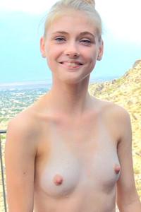 Reilly nackt Hannah  Hannah Reilly