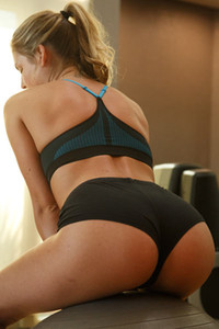 Fitness babe works out in the gym tightening her seductive body